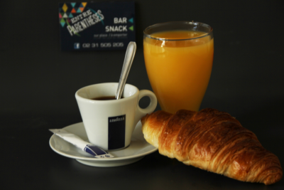 Café + Viennoiserie + jus d'orange